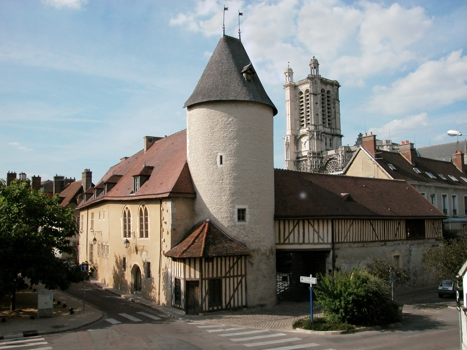 02 TROYES